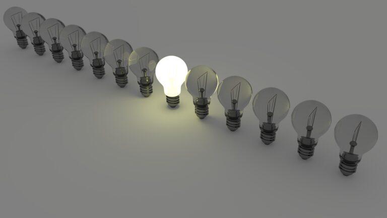light bulbs 1125016 1920 - Leila Navarro - Palestrante Motivacional